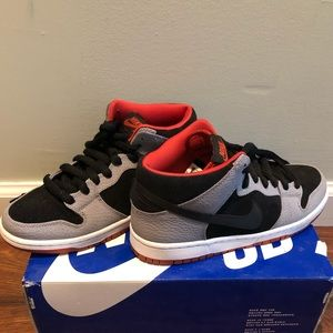 Nike SB Dunk Mid Pro- Black/Red/Gray size 6.5